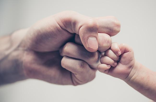 No caso de o pretenso pai propor ação, a negatória de paternidade será contra o pai registrário e a paternidade contra suposto filho.