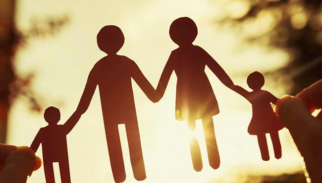 Os pais têm é deveres para com os filhos, pena de responsabilização, se forem omissos.