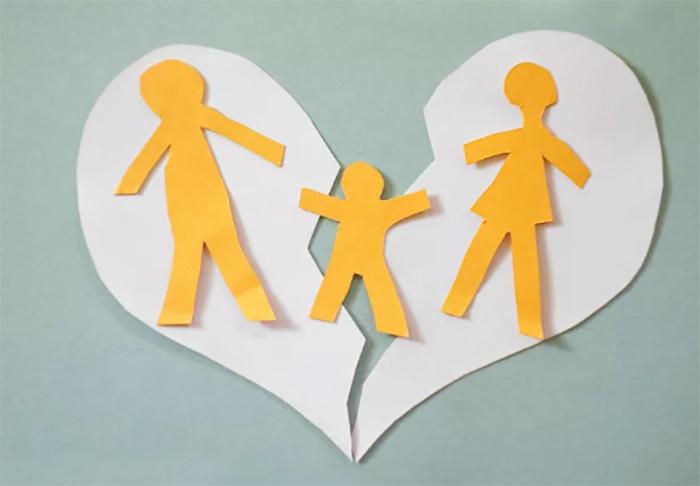 Outra discussão que pode surgir é se, proposta apenas a ação de suspensão da autoridade parental, no curso do processo forem apurados novos fatos que levam à extinção do poder familiar.