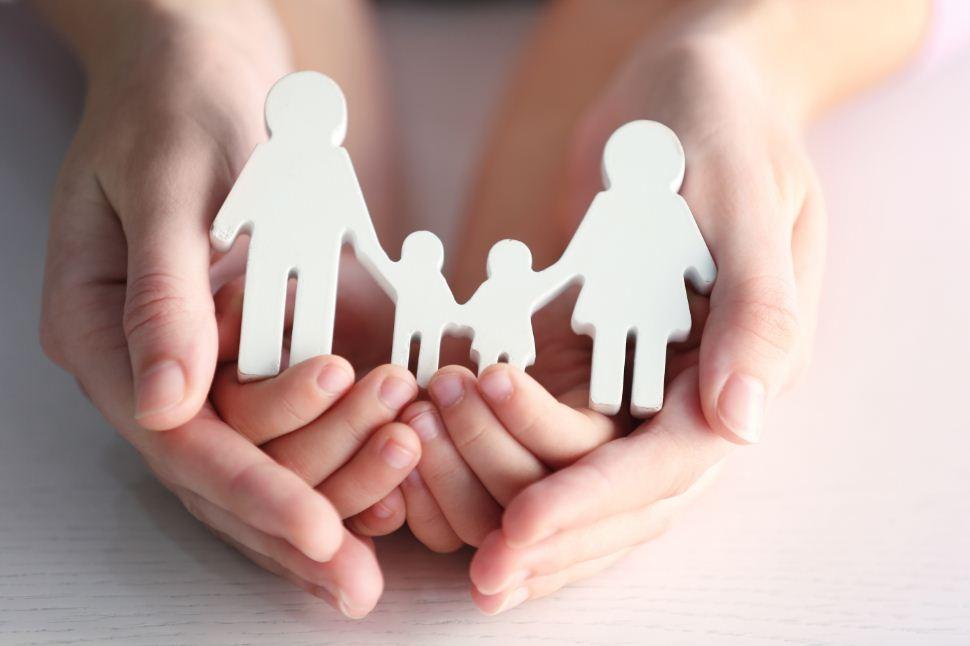 A adoção do maior de idade será requerida na Vara de Famílias.