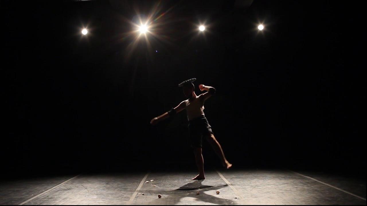 Cena de 'Axexê da Bailarina', presente no Festival de Cenas Curtas.