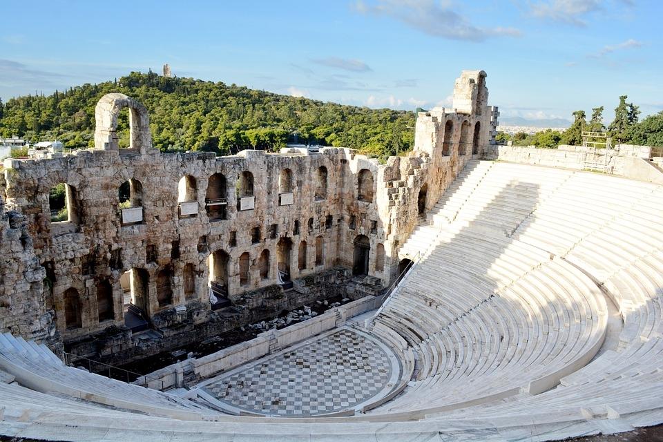 Nem todos os habitantes de Atenas podiam participar da democracia.