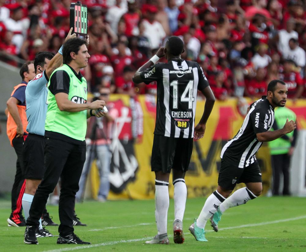 Time de Thiago Larghi erra demais e vê vaga na Libertadores claramente ameaçada.