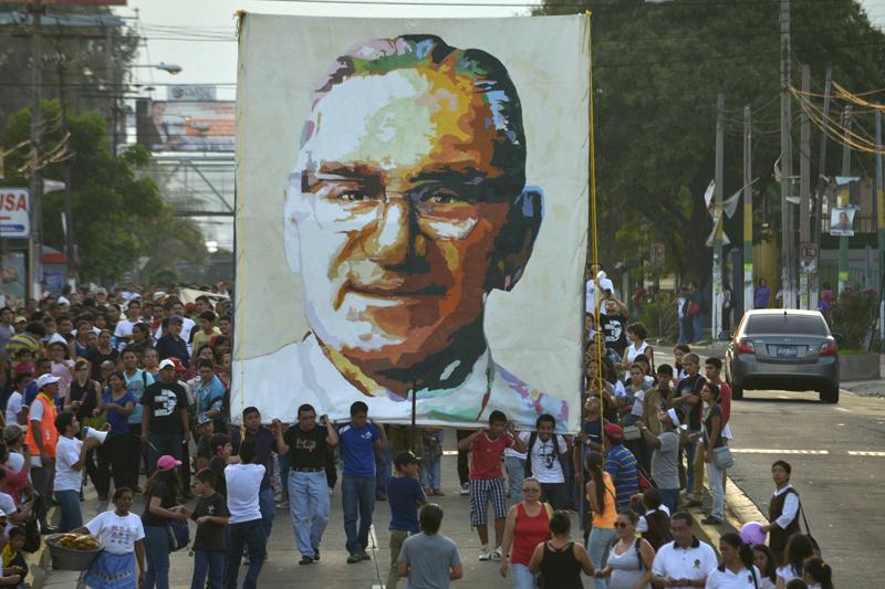 Pareceria que Romero não teria sido assassinado por ódio à fé.  A razão de sua morte não foi a defesa de uma formulação dogmática, ou de uma norma moral.