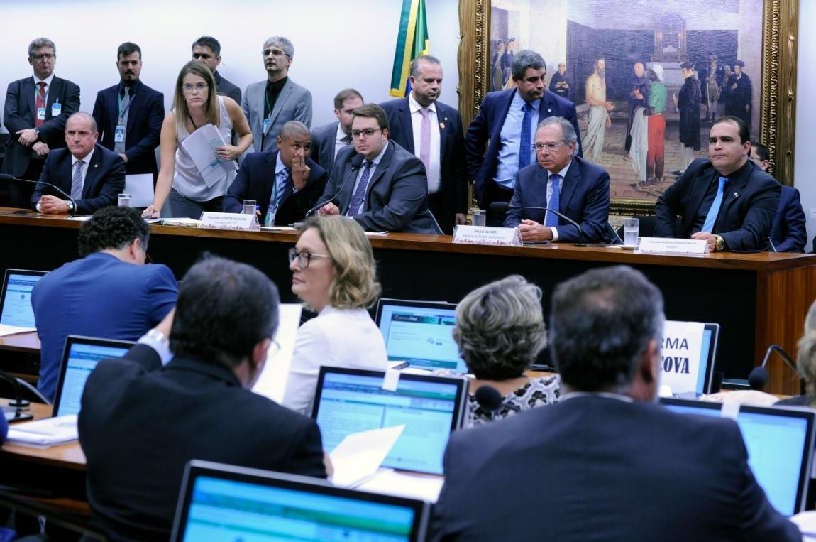 Ministro Paulo Guedes na CCJ em debate sobre a reforma da Previdência.