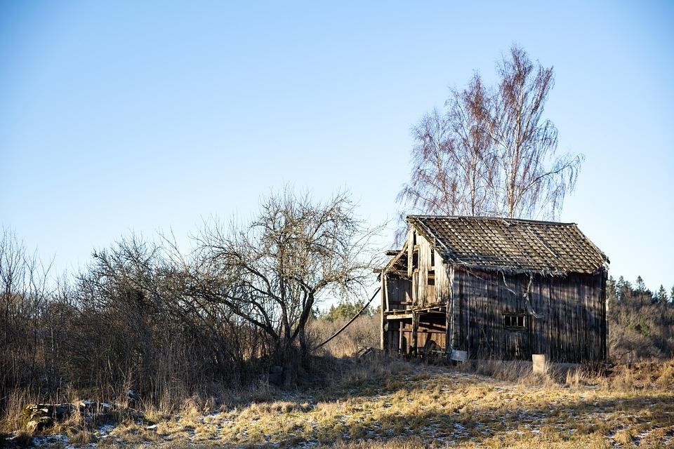 Uma casa com alicerces comprometidos ganha rachaduras e se torna ameaça para seus habitantes. Pessoas sem alicerce são um perigo à coletividade.