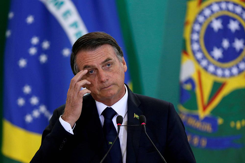 Dizem que Bolsonaro é tosco. Mas, depois de uma carreira parlamentar longa e discreta, foi ele que superou caciques como Alckmin e Haddad, o Lula sem barba.Esperto ou ingênuo? É preciso esperar: só o tempo o dirá.