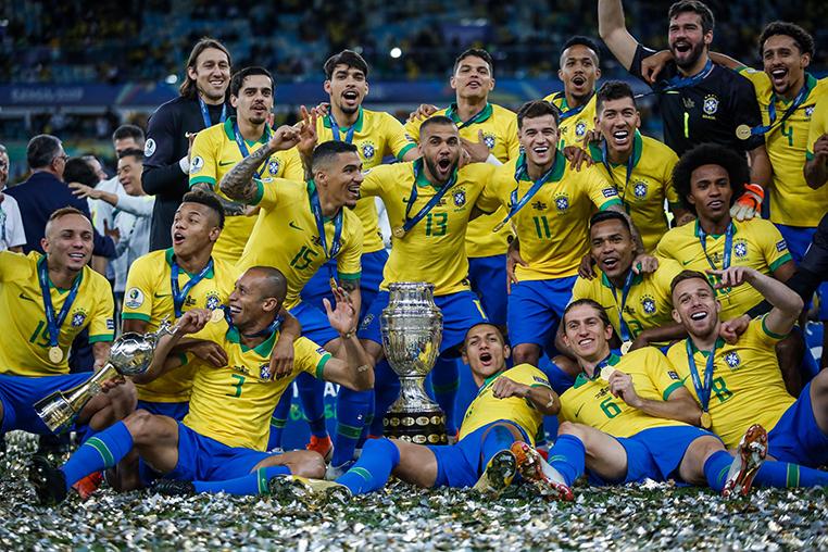 A seleção brasileira ganhou a Copa América que foi um fiasco em todos os sentidos; de bom, só Neymar não estar na foto dos campeões.