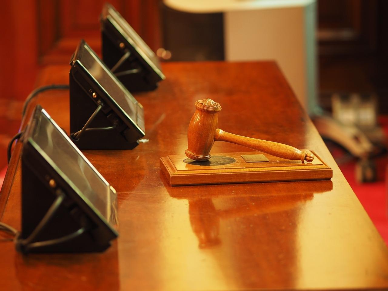 A competência do Juizado Especial Federal Cível é absoluta e definida pelo valor da causa, desde que não excluídas pelo Artigo 3º da Lei10.259/01, contrariamente aos juizados especiais cíveis estaduais.