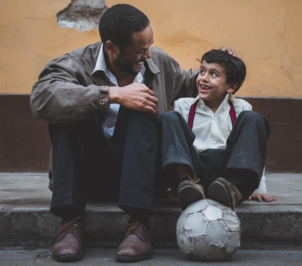 O importante e desafiador é ser pai na cotidianidade da construção de uma relação de diálogo familiar, na qual os filhos que crescem precisam de referências de diálogo e apoio afetivo.
