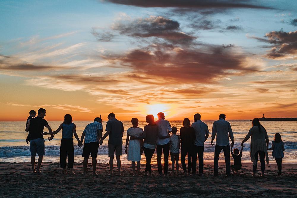 Na família se aprende a conhecer o amor e a fidelidade a Deus, a necessidade de corresponder-lhe.