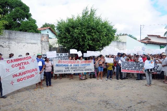 Povo de Salto da Divisa, no Vale do Jequitinhonha, MG, reivindica indenização justa da empresa que construiu a Barragem e hidrelétrica de Itapebi, dia 2 de julho.