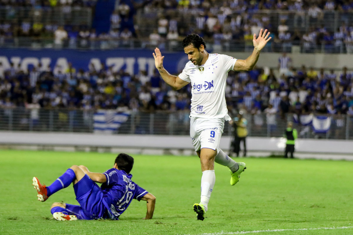 Contra o fraco CSA, Cruzeiro deixou a vitória escapar nos minutos finais do jogo