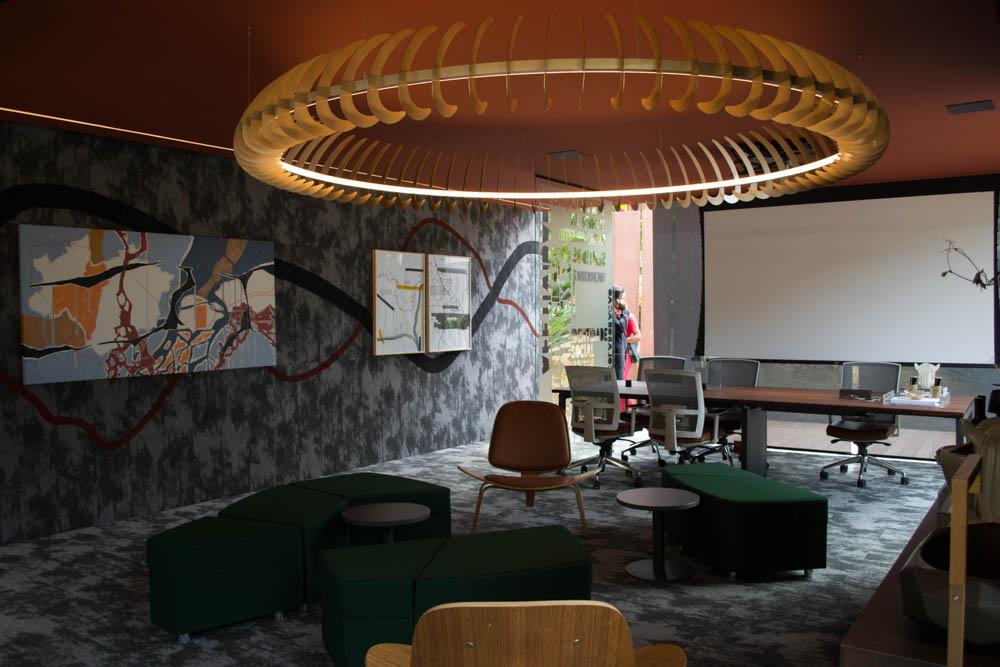 Pavilhão Office, de Fernanda Villefort, pode ser um ambiente para palestras, coworking e reuniões.