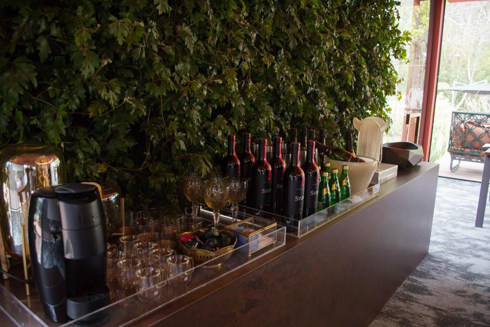 Um jardim vertical no Pavilhão Office traz a natureza para um espaço altamente urbano.