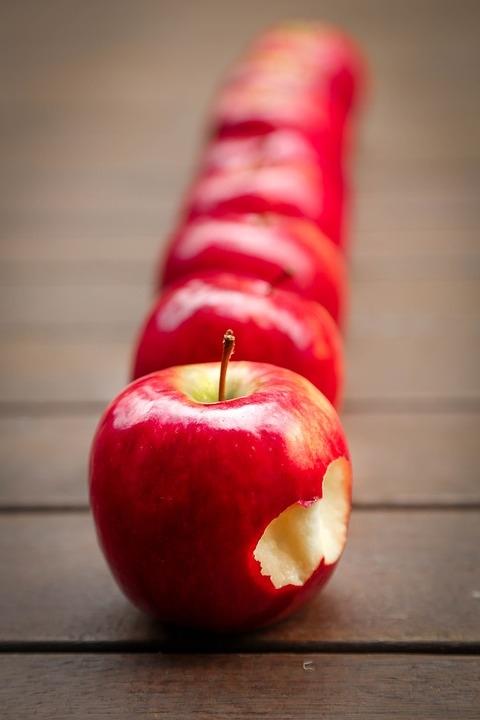 O pecado original não foi comer o fruto proibido. Proibido era querer possuir a árvore e se julgar dono de seus frutos.