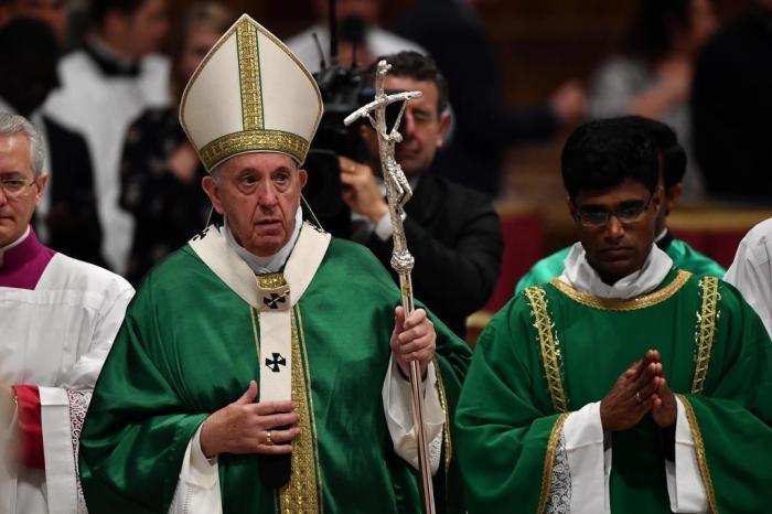 Conforme a carta do papa Francisco sobre o cuidado da casa comum, Ecologia integral implica diálogo entre a ecologia ambiental.