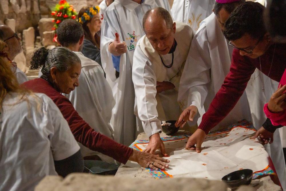 Seguindo os passos de alguns dos Padres conciliares, em 1965, um grupo de participantes no Sínodo sobre a Amazônia foi às Catacumbas de Domitilla para reafirmar a opção preferencial pelos pobres