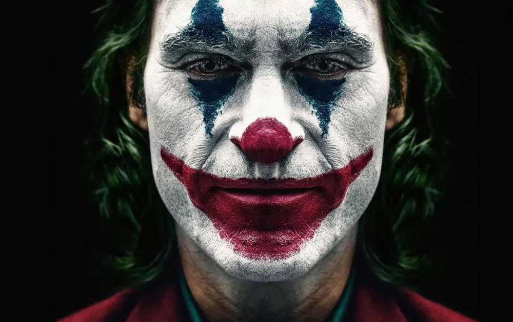 Joaquin Phoenix mergulha fundo no personagem, dando-lhe consistência psicológica