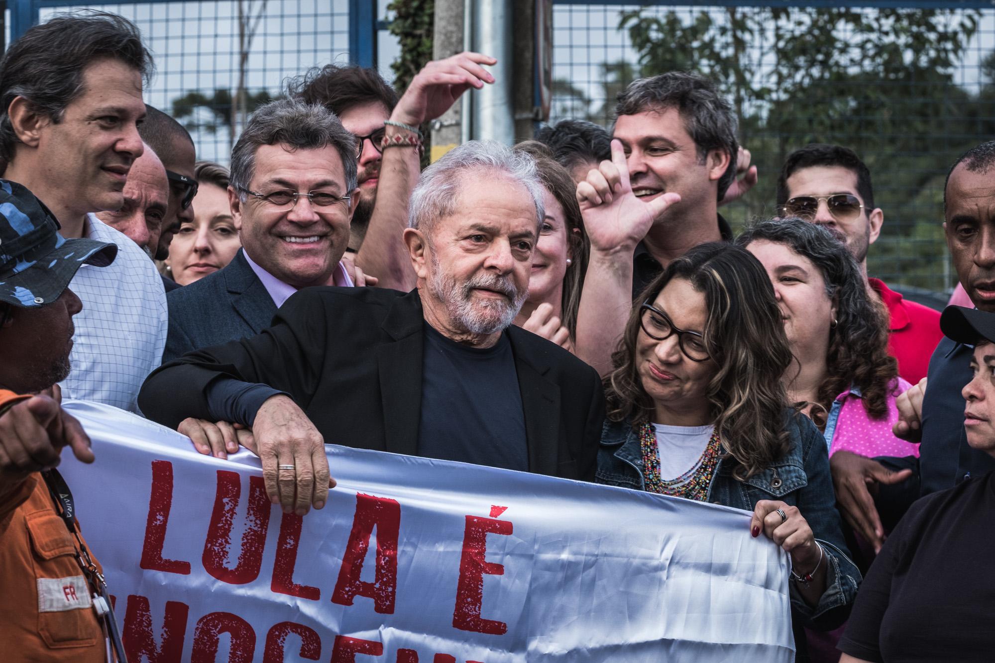 Lula responde a mais oito processos e o fato de estar nas ruas não significa que esteja livre