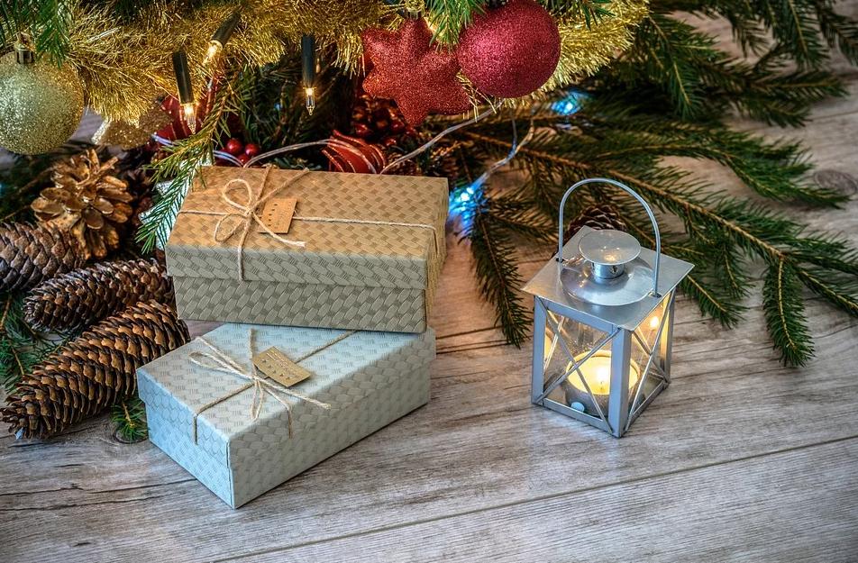 Que pacotes e caixas de presentes colocaremos ao pé de nossas árvores? Que desejos conteriam?