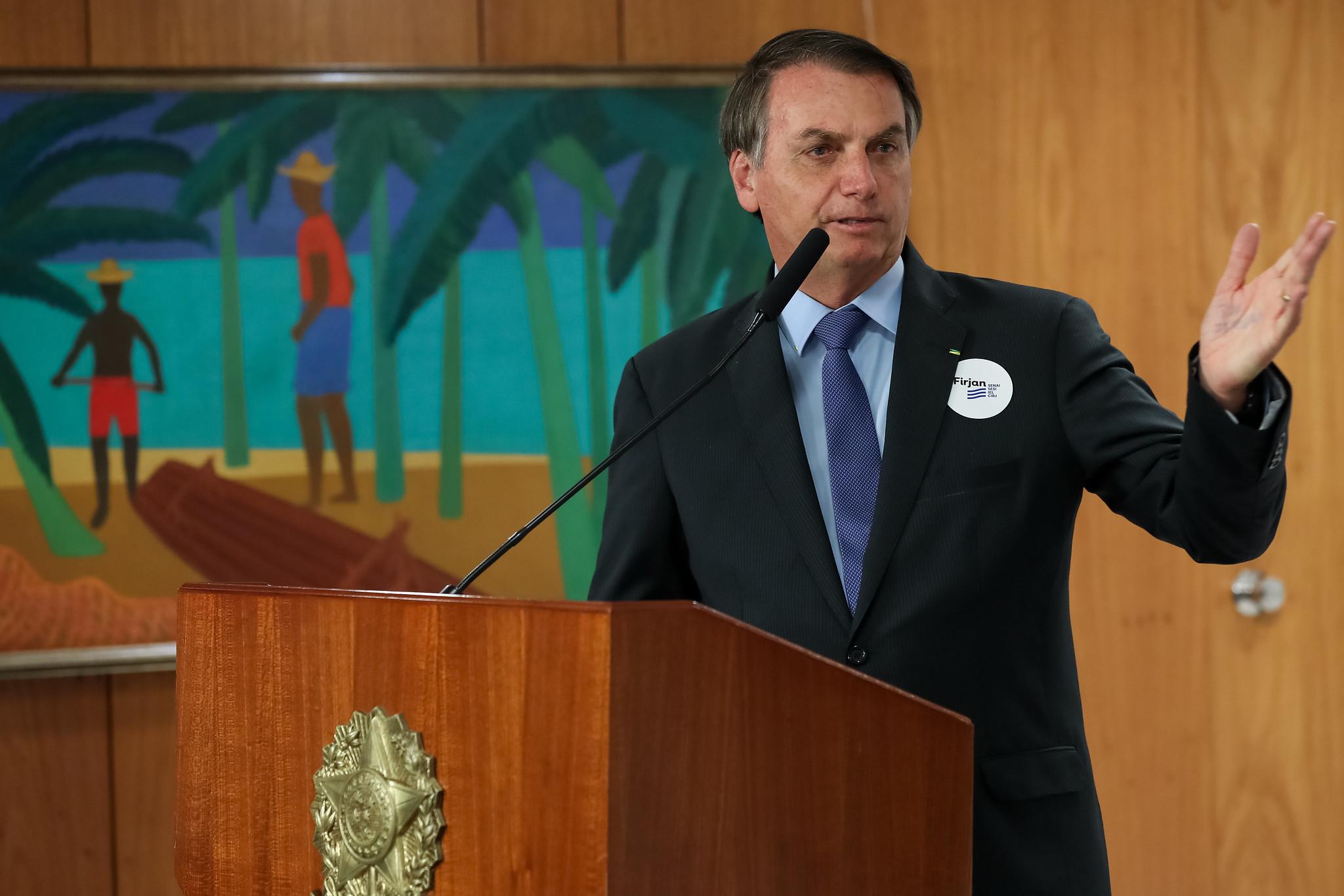 Bolsonaro preferiu povoar o noticiário com uma atitude autoritária e de legalidade discutível