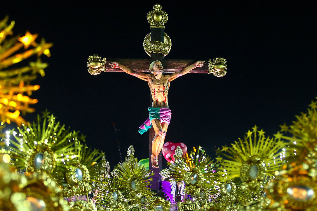 Desfile da Mangueira foi uma aula magna de Teologia da Libertação