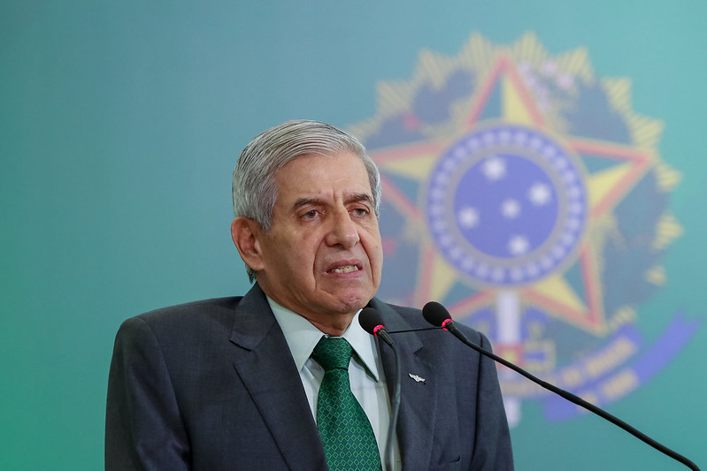 O ministro Augusto Heleno, do Gabinete de Segurança Institucional (GSI), sugeriu, em 19 de fevereiro, que o povo deve ir às ruas 'contra a chantagem do Congresso'.