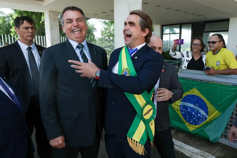 Semana passada, ao lado de Carioca, Bolsonaro reforçou a imagem de Bozo