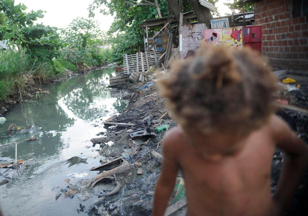 O Brasil tem uma grande população de pobres sem saneamento básico