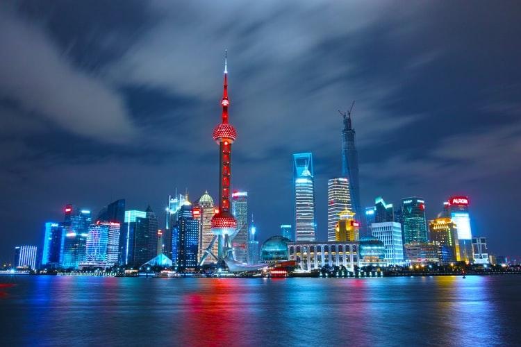 China soube combinar a absorção e o aprimoramento das novas tecnologias com a multiplicação de indústrias intensivas em mão de obra tornando-se a maior supridora mundial dos mais diversos produtos