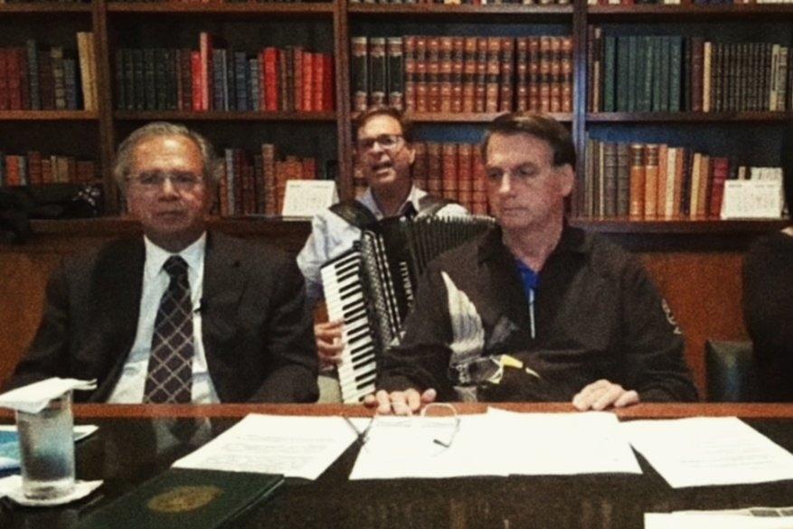 Presidente da Embratur, Gilson Machado Neto, que cuida de atrair os turistas estrangeiros, tem inglês comparável ao do técnico Joel Santana.
