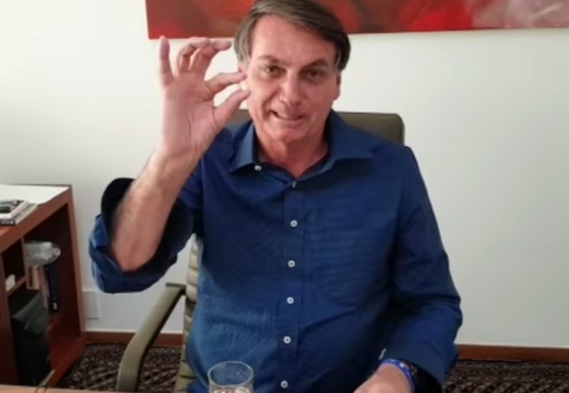 Bolsonaro se comporta como garoto-propaganda da cloroquina