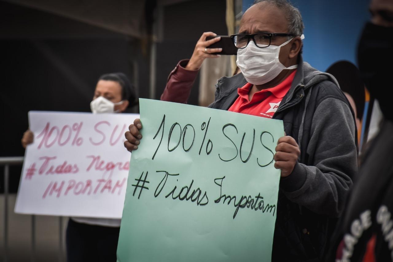 O direito à saúde, principalmente em tempos de pandemia, está gravemente ameaçado pelas políticas de transferência da gestão pública para o setor privado