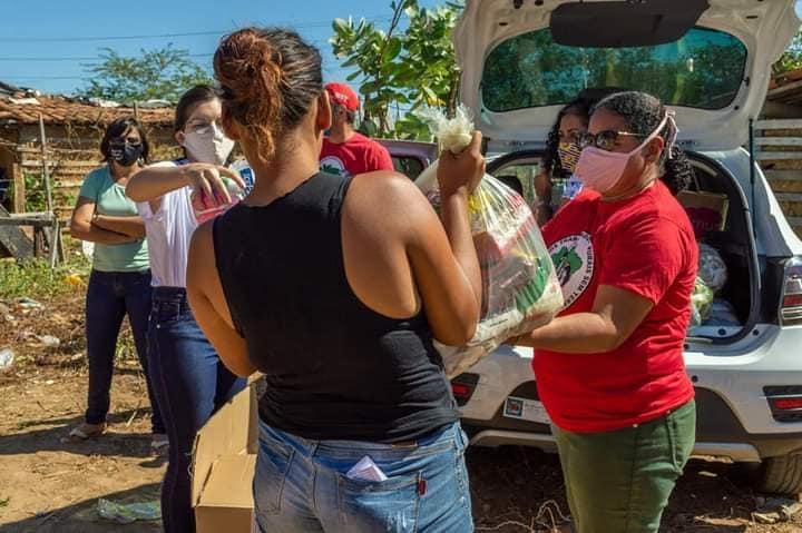Doação de alimentos no 26° Grito dos e das Excluídas Mossoró. A gente brasileira é o único motivo de ufanismo atualmente