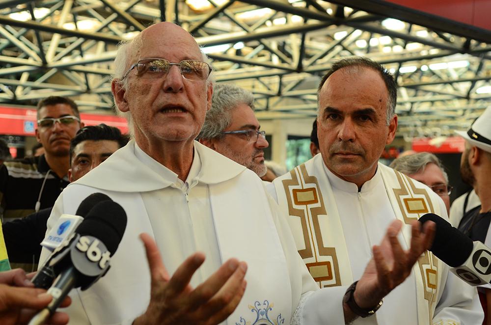 Padre Júlio sempre foi criticado e discriminado por aqueles a quem seu discurso, mas sobretudo sua prática incomodava.