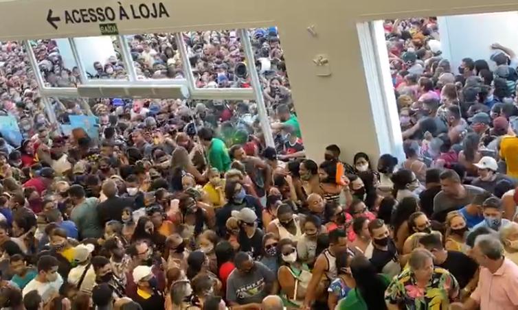 Inauguração de uma loja da Havan, em Belém do Pará, no sábado (10) causou aglomeração
