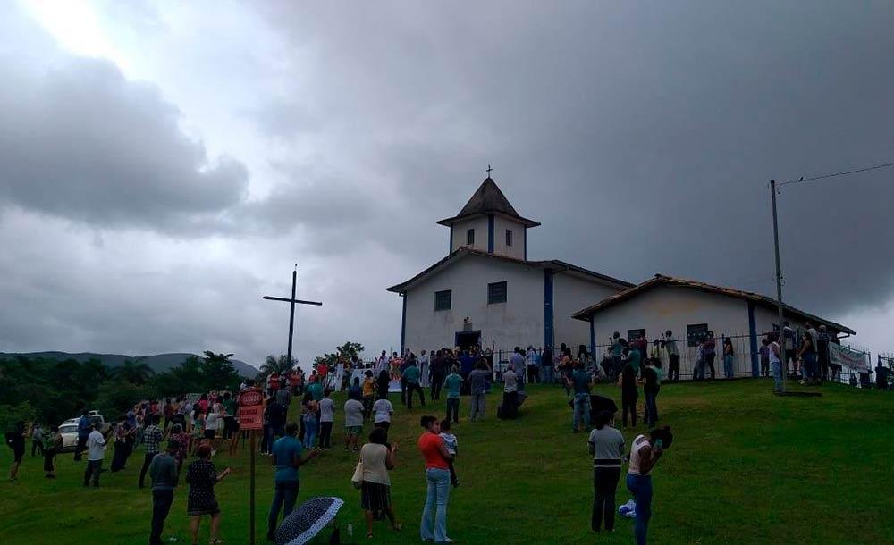 Dom Vicente Ferrei celebrou missa diante do Santuário de São José do Brumadinho