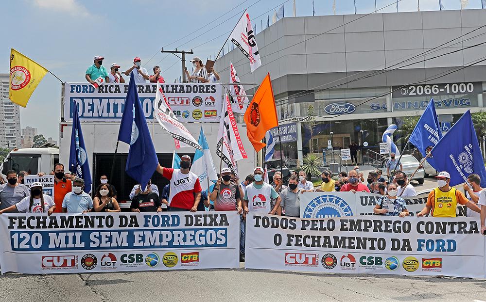 CUT e demais centrais sindicais realizaram na manhã do dia 21 de janeiro um ato em solidariedade aos trabalhadores demitidos na Ford em todo Brasil