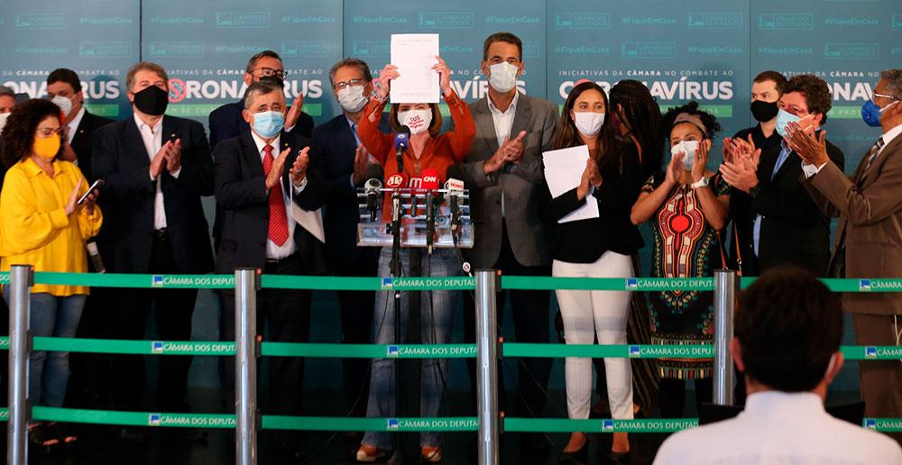 Presidentes e líderes de partidos (PT, PSB, PDT, PSOL, PCdoB e REDE) apresentaram, em conjunto, um novo pedido de impeachment contra o presidente Jair Bolsonaro no dia 27 de janeiro