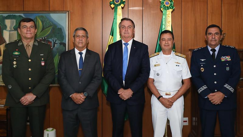 Encontro com os novos comandantes das Forças Armadas o almirante de Esquadra Almir Garnier Santos, o general de Exército Paulo Sergio Nogueira e o tenente Brigadeiro do Ar Carlos de Almeida Baptista Junior