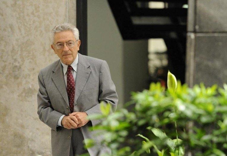 Bosi ocupava a cadeira 12 da Academia Brasileira de Letras