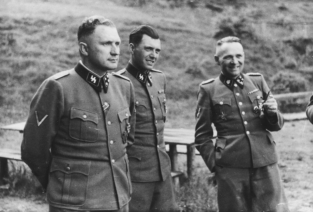 Richard Baer (Comandante de Auschwitz), Dr. Josef Mengele e Rudolf Hoess (o ex-comandante de Auschwitz).