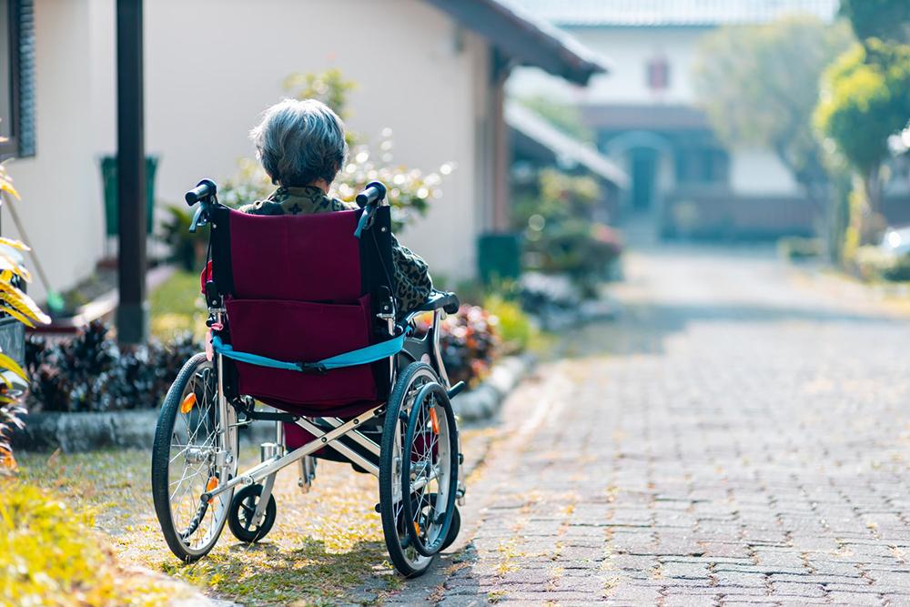 Pela condição de deficiência, é possível obter aposentadoria com valor integral, sem incidência de fator previdenciário e com forma de cálculo mais vantajosa que as demais espécies