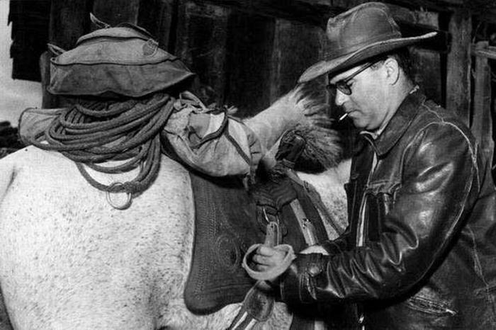 Fotografia de Guimarães Rosa durante suas viagens pelo sertão em 1952