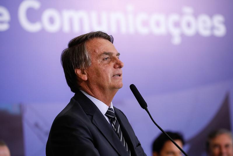 Bolsonaro recuou do seu propósito golpista provavelmente por não ter o apoio integral dos militares