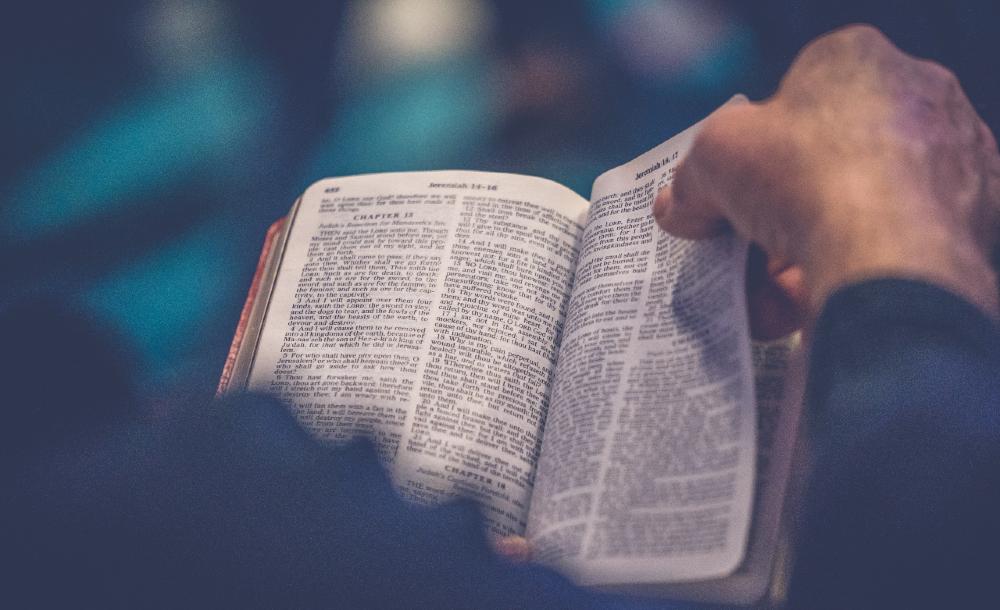 A Bíblia só se revela palavra divina à medida que é proclamada e vivida nas comunidades