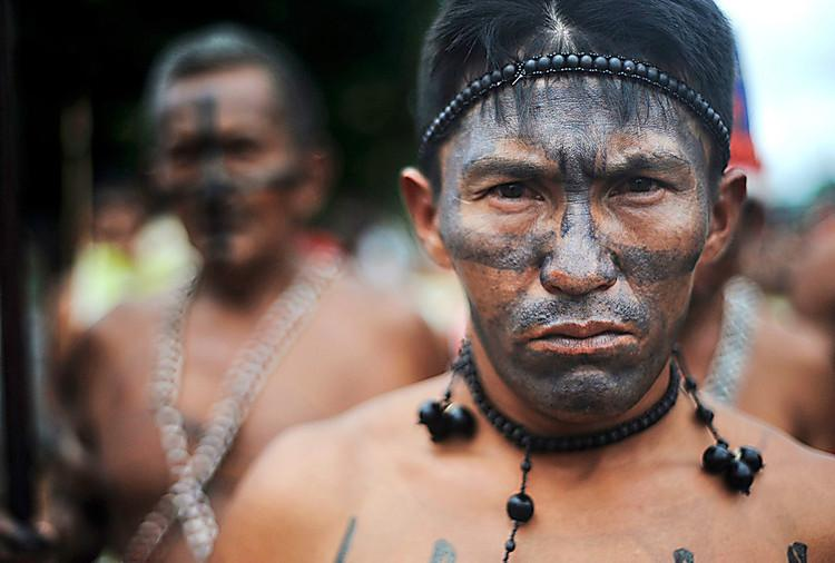 Guaranis-Kaiowás, vítimas de genocídio e do agronegócio.
