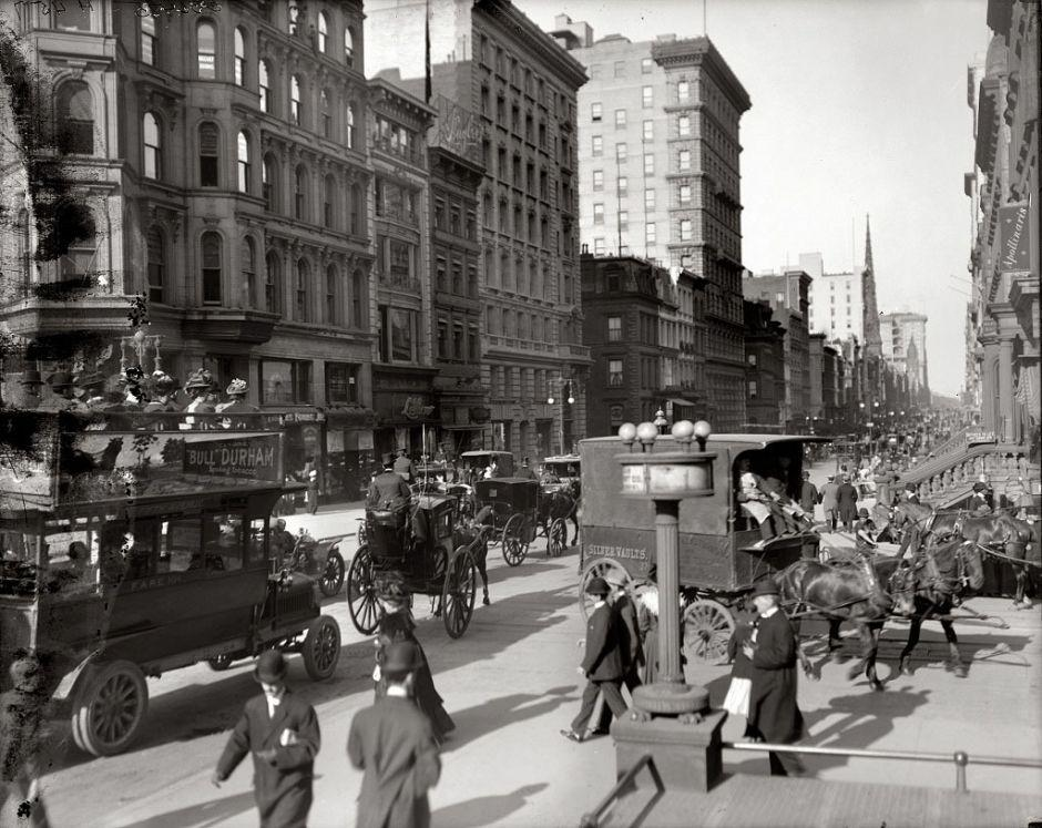 Corner of 5th Avenue and 42nd Street, New York, 1910