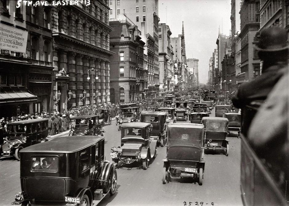 The northern part of Fifth Avenue, New York, 1913